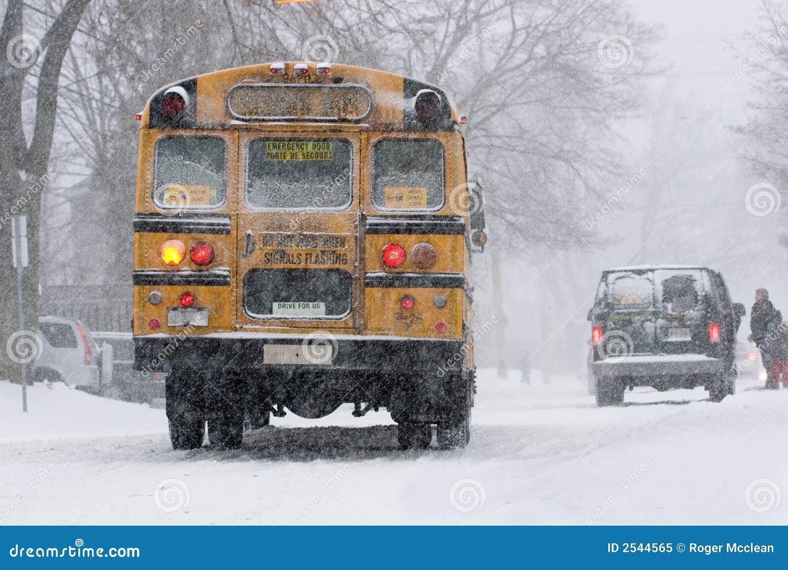 Bus dans la neige