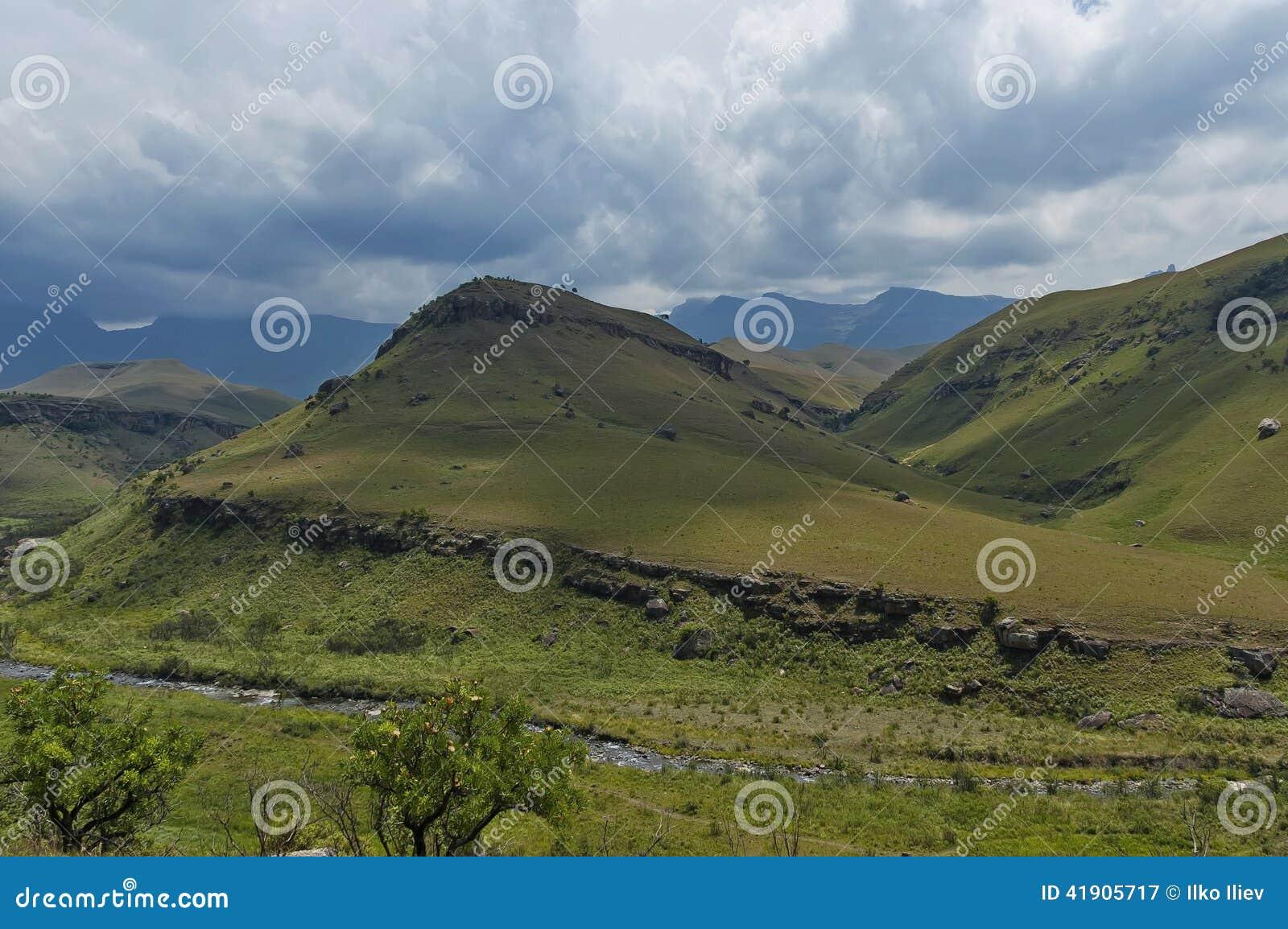 Bushman's rzeka w giganta kasztelu