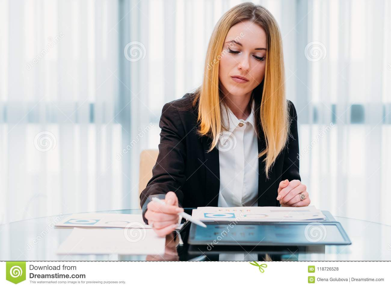 Business analyst report papers graph information