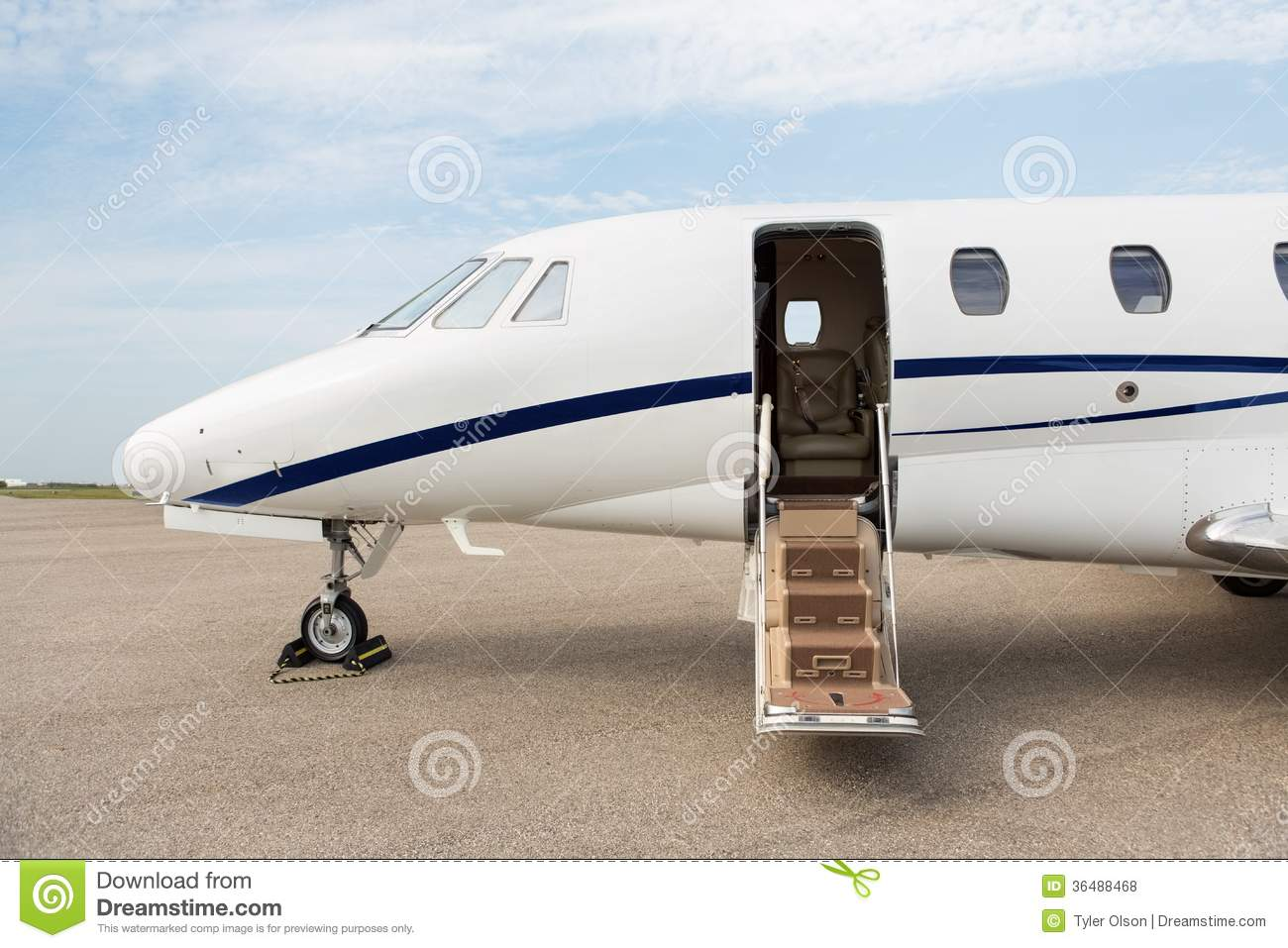 & Jet Open Door Stock Images - Download 423 Photos