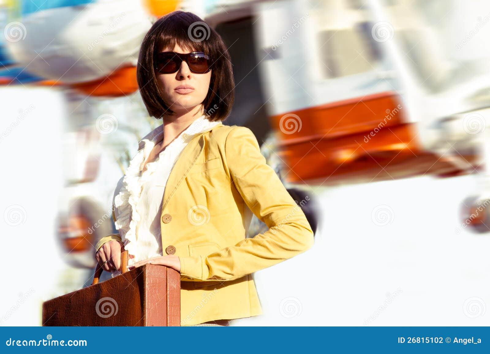Фото бизнес леди с дипломатом 6 фотография