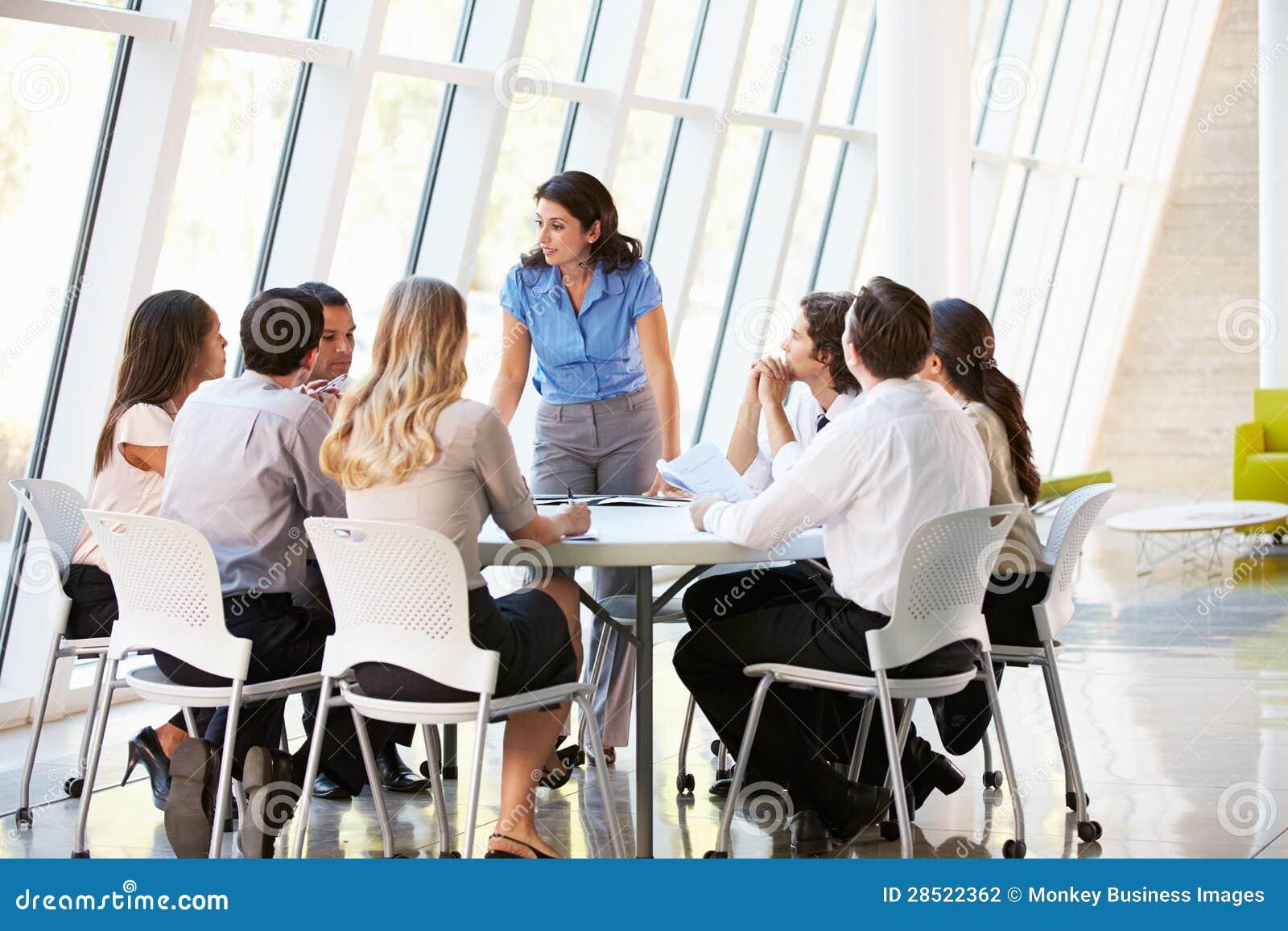 Business people having board meeting in modern office for Ambiente de trabajo