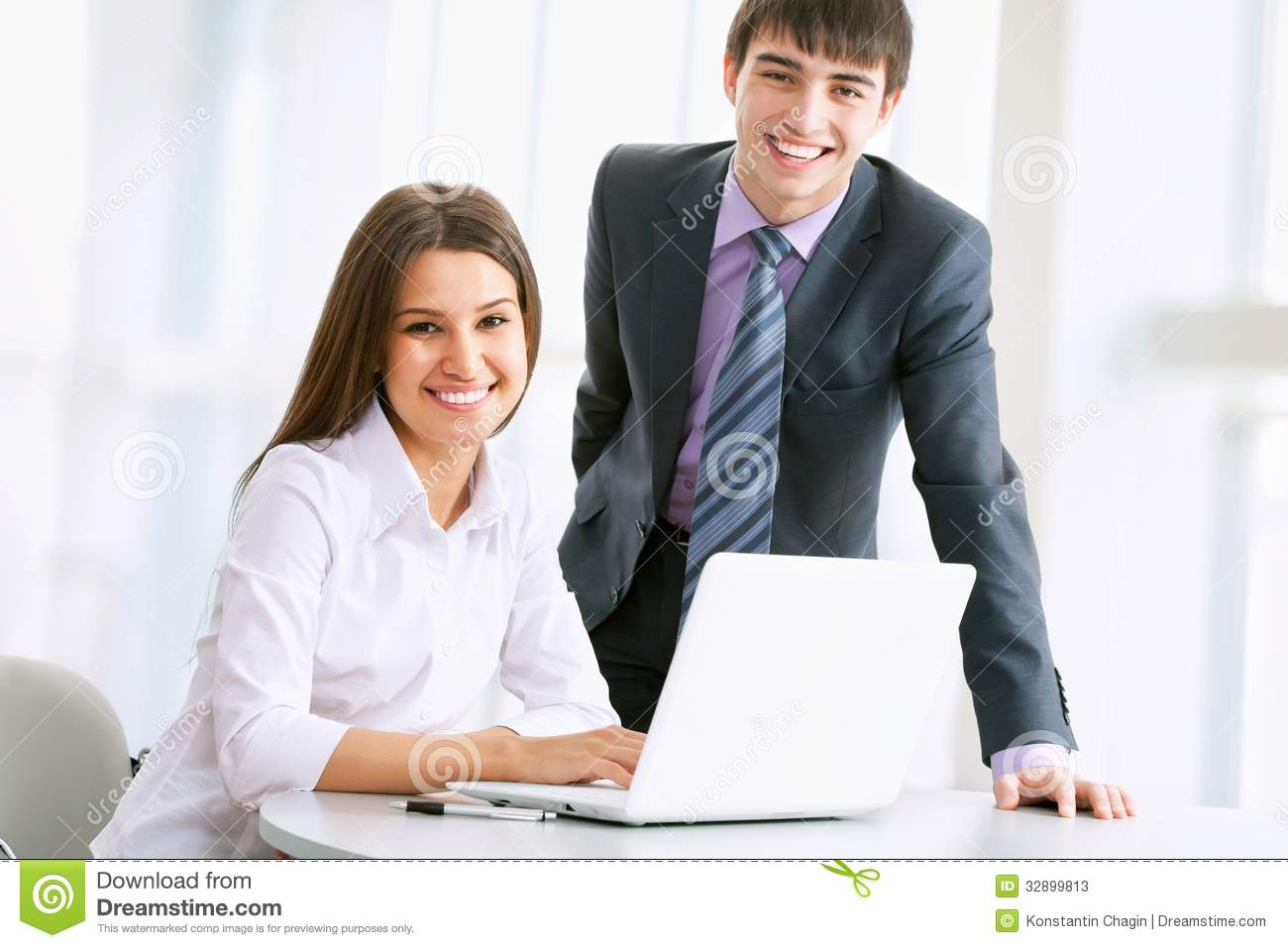 Business People Working On Laptop Stock Photos - Image ...