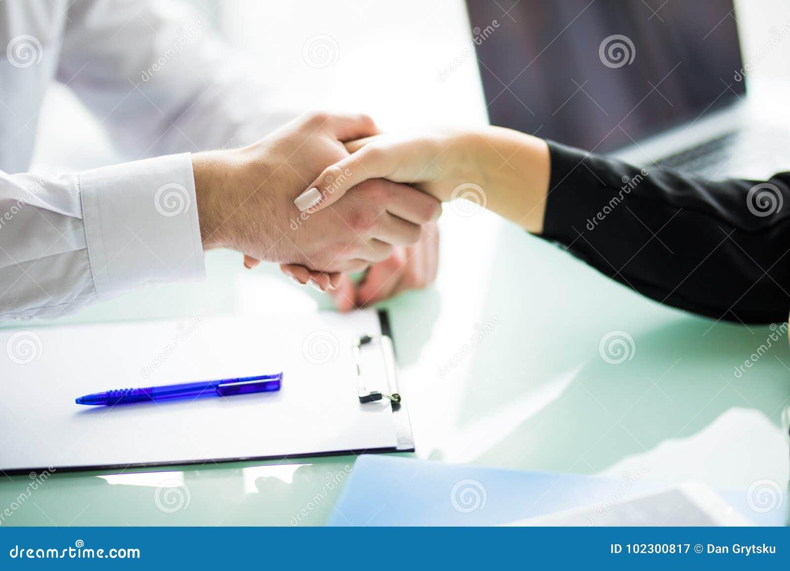 Business Poignée de main et gens d affaires d affaires concept d affaires de poignée de main dans le bureau