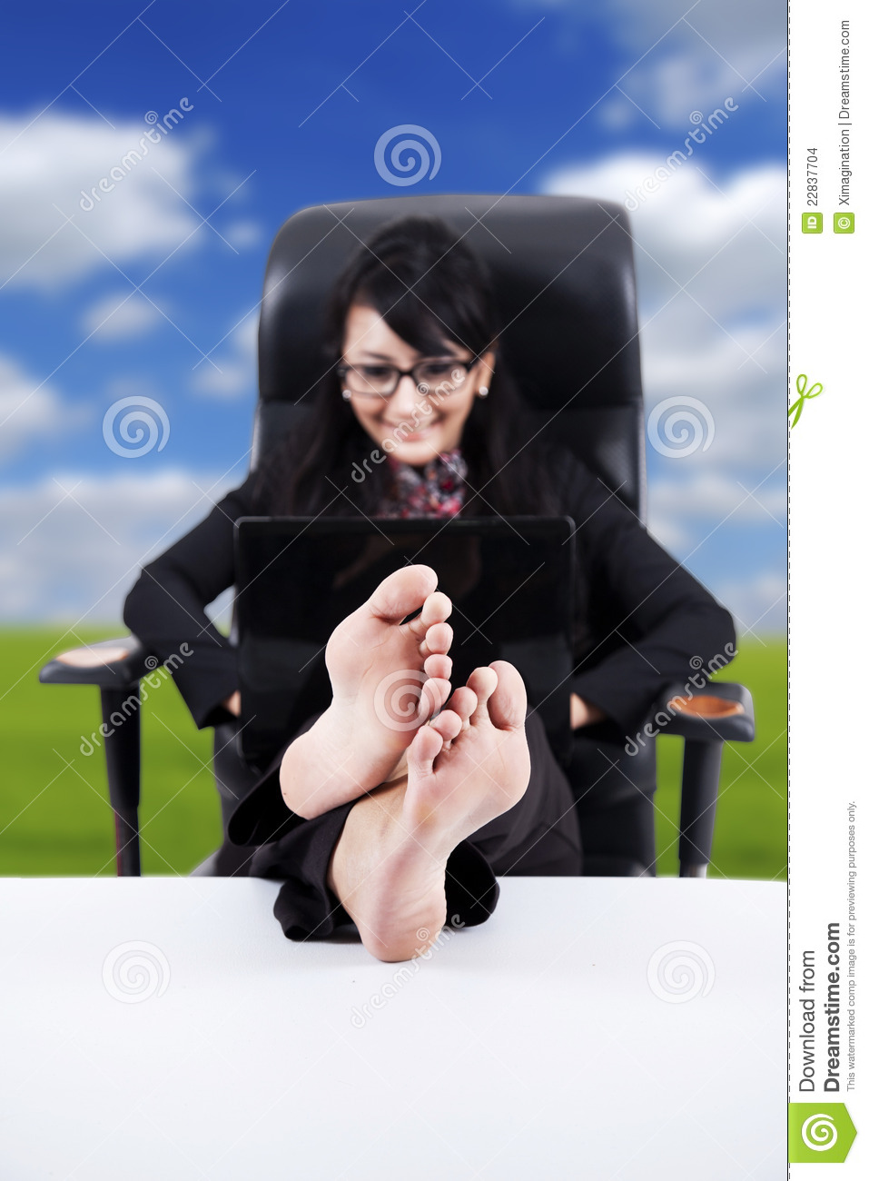 business-woman-feet-up-table-22837704.jpg