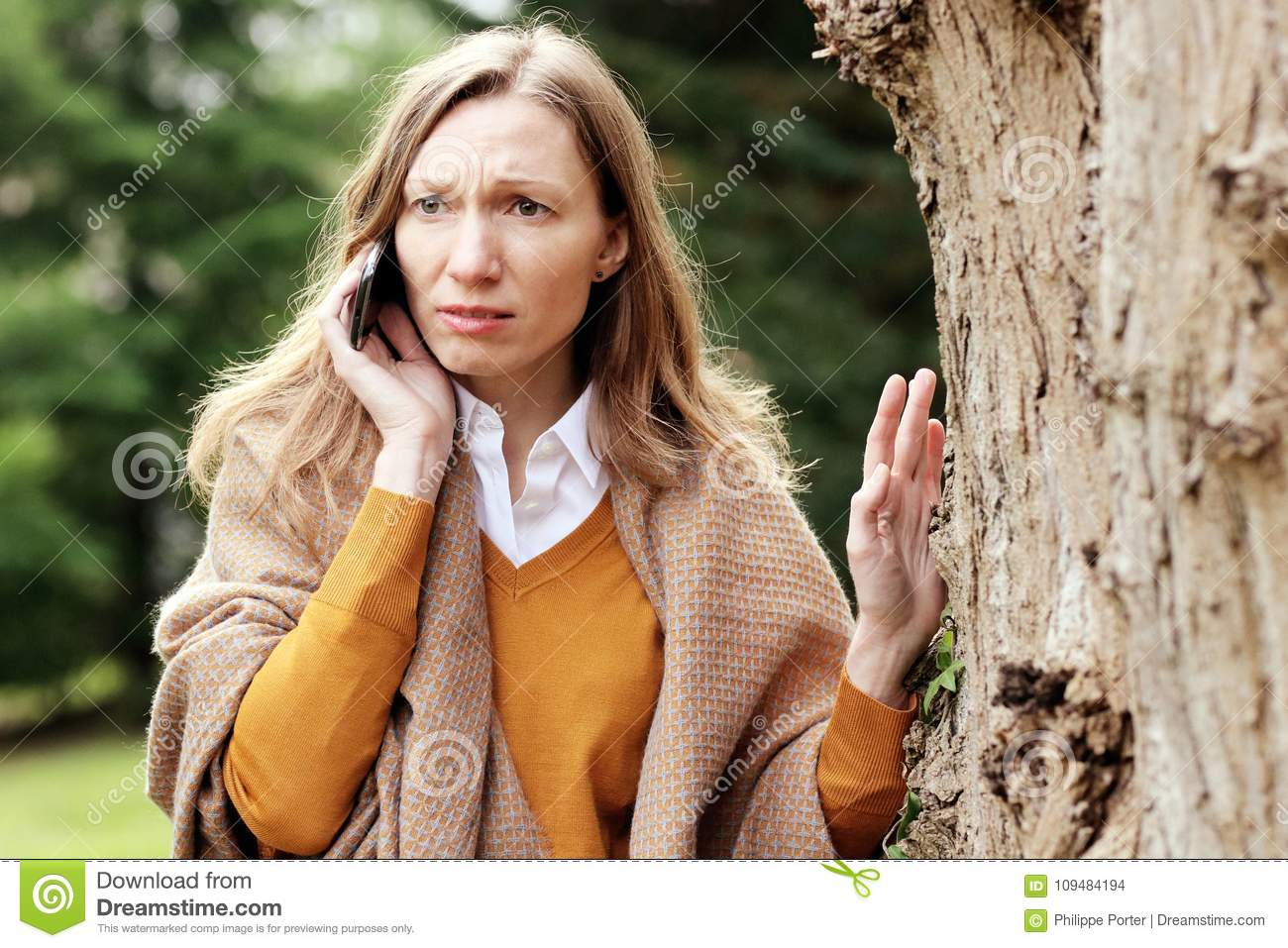 Worried business woman talking on the mobile phone