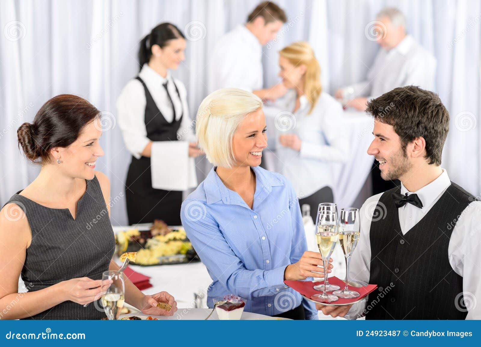 Фото бизнес леди с дипломатом 2 фотография