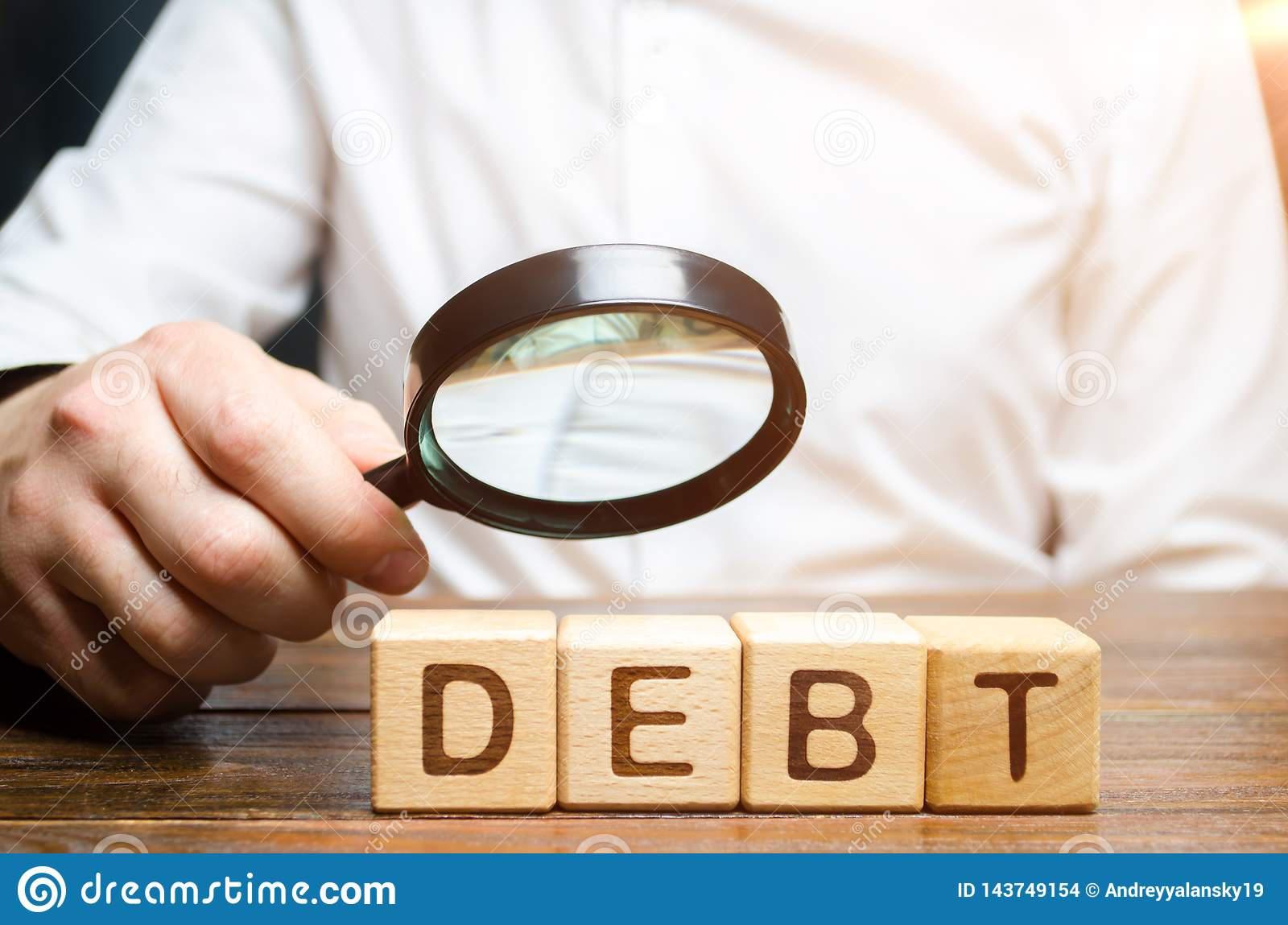 Businessman explores debt. Study of the structure of debt, restructuring and the abolition of penalties, illegal charges