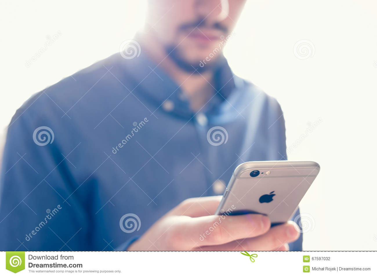 apple iphone customer service businessman holding with news app on the screen 13466