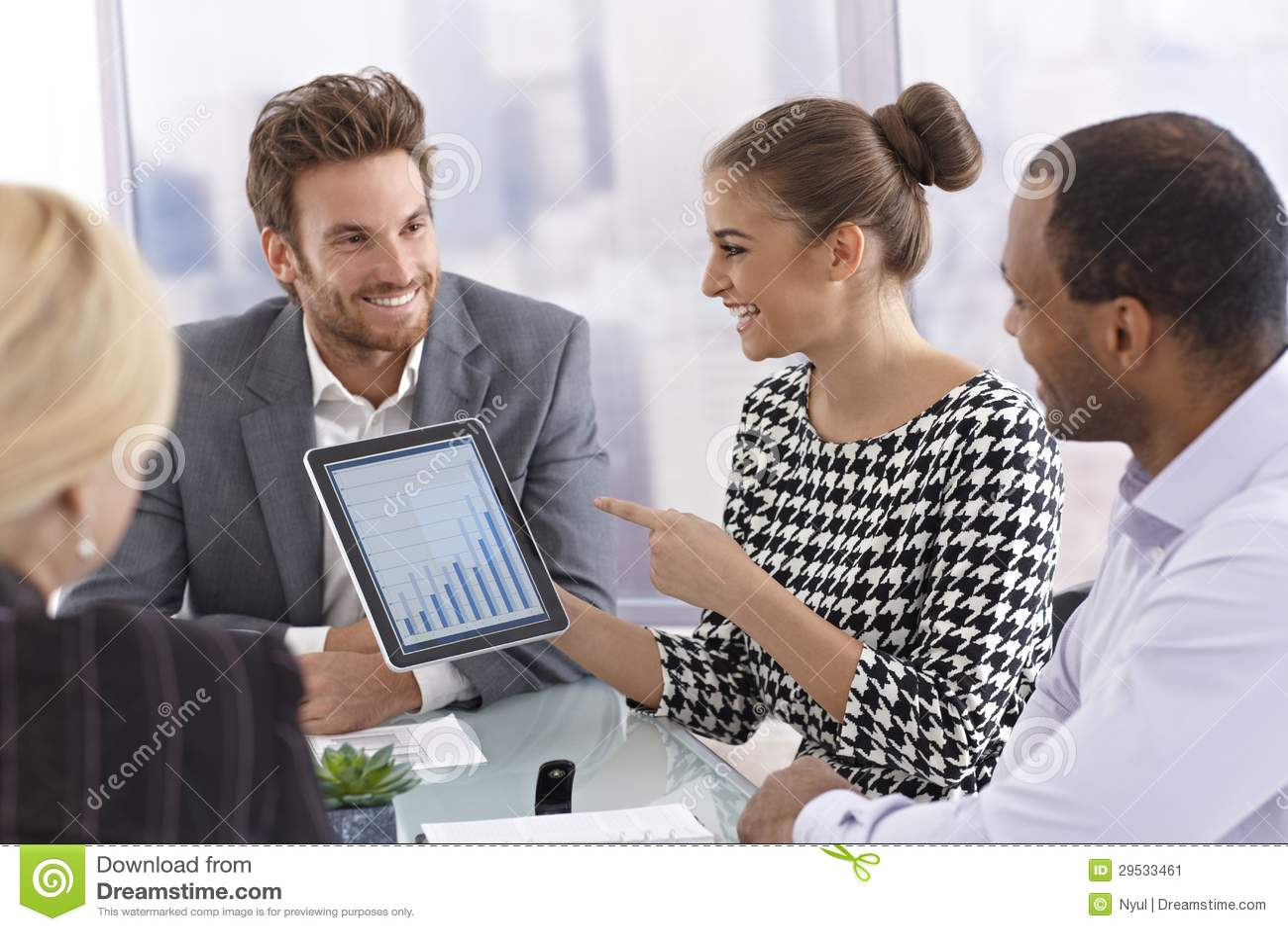 Businessmeeting com tabuleta