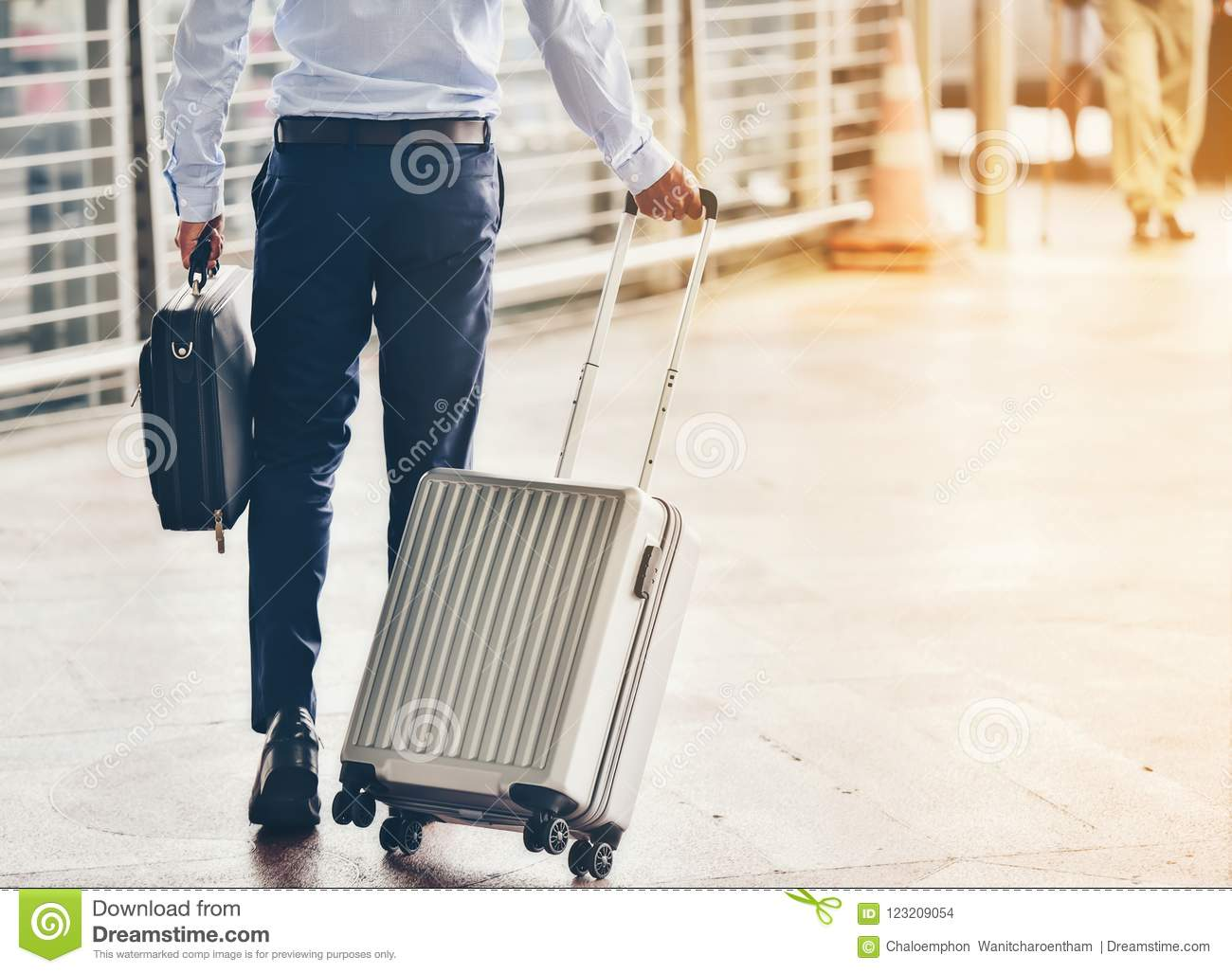 woman leaving with luggage - 900×600