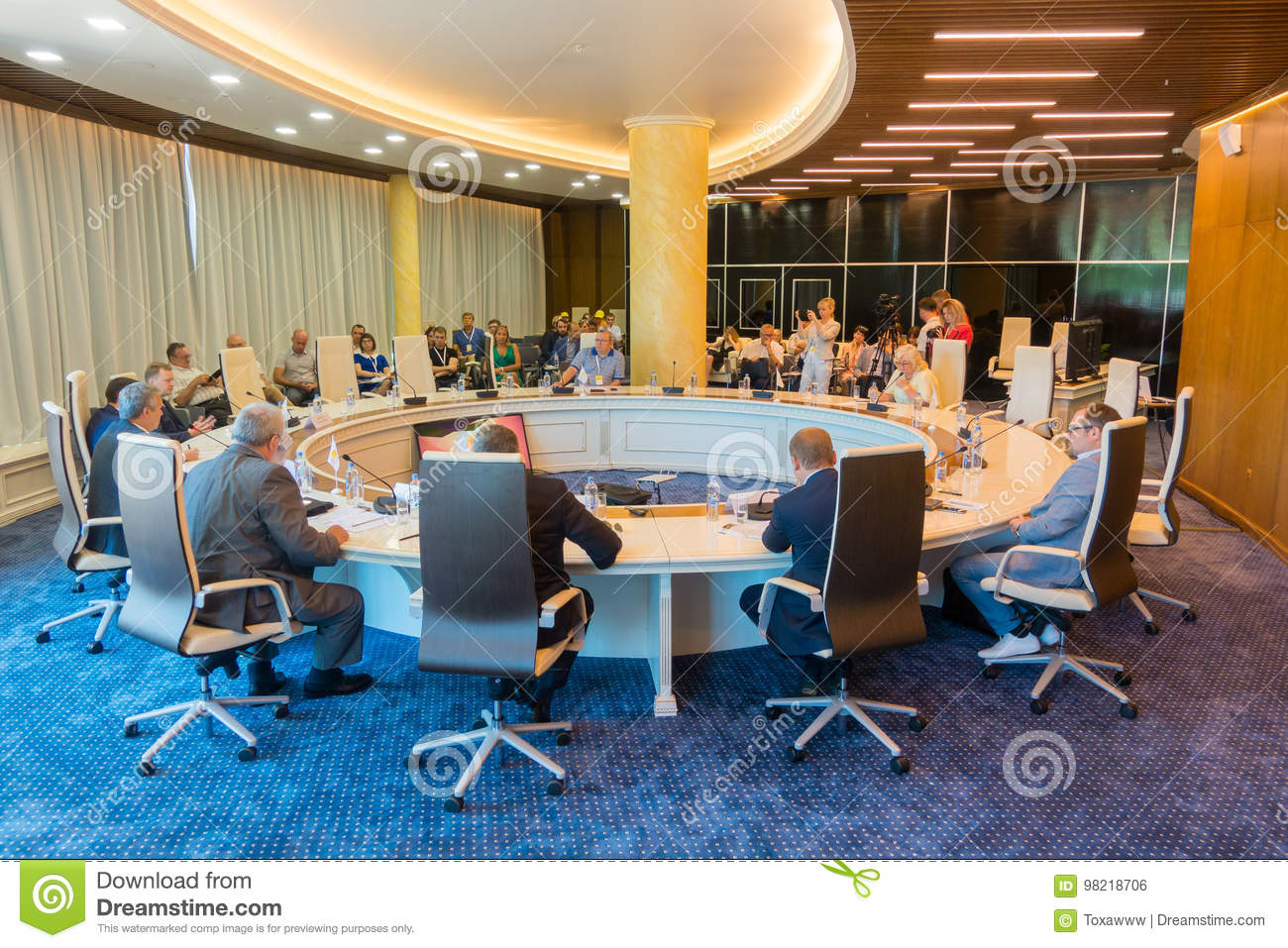 Miraculous Businesspeople At The Round Table During Amber Forum Interior Design Ideas Ghosoteloinfo