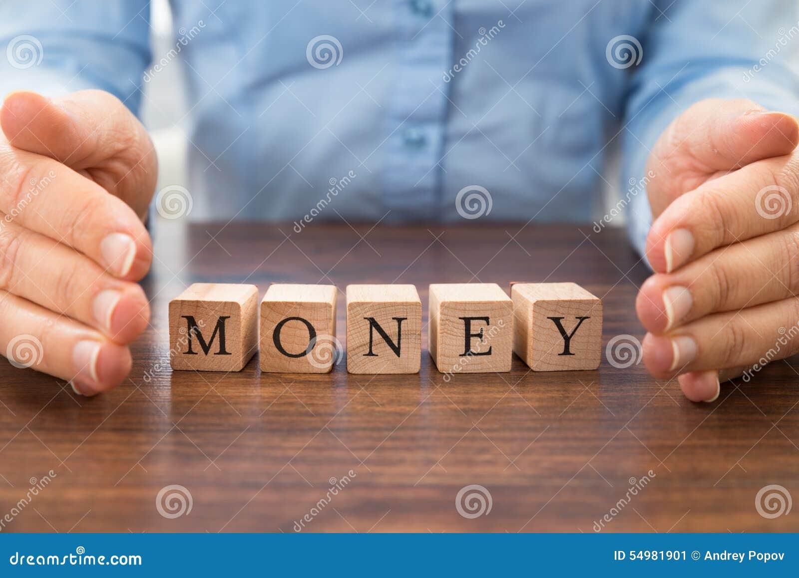 Businessperson som sparar ordpengarna
