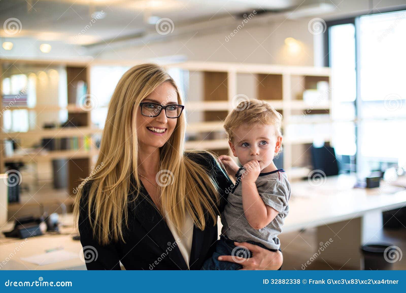 С мамой в офисе 3 фотография