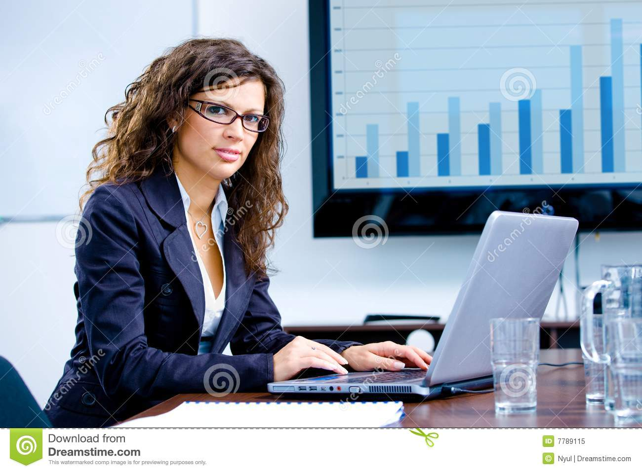 businesswoman-working-computer-7789115.jpg