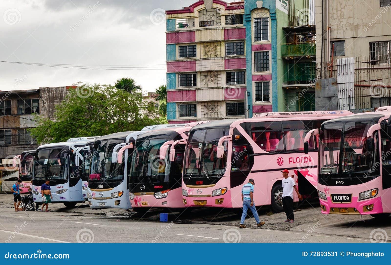 Bussar på stationen i Manila, Filippinerna
