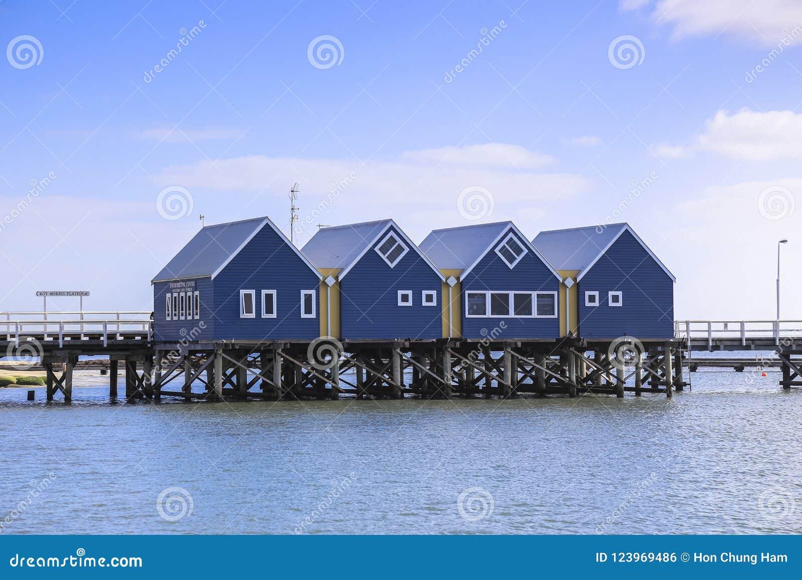 Busselton jetty blisko Margaret Rzeczny Australia jak widzieć od plażowego brzeg przeciw niebieskiemu niebu
