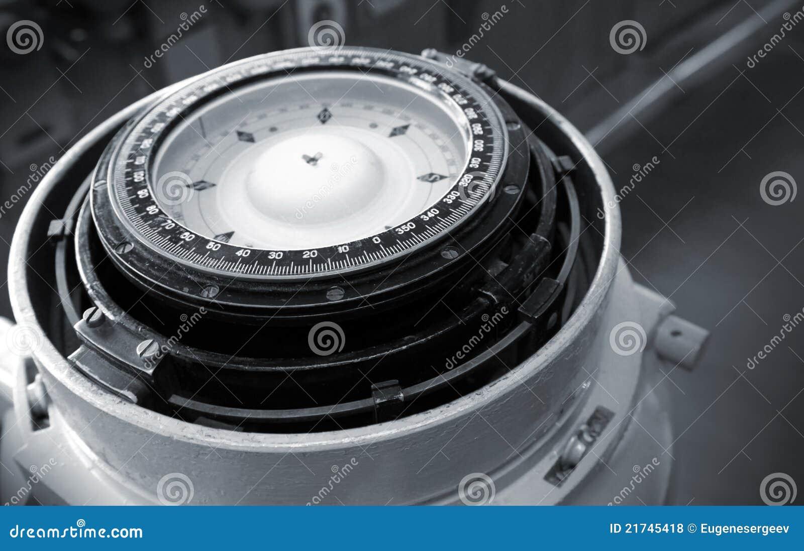 Bussola magnetica navale