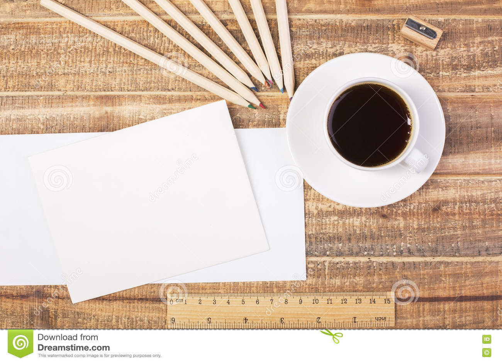 Buste, caffè e cima del righello