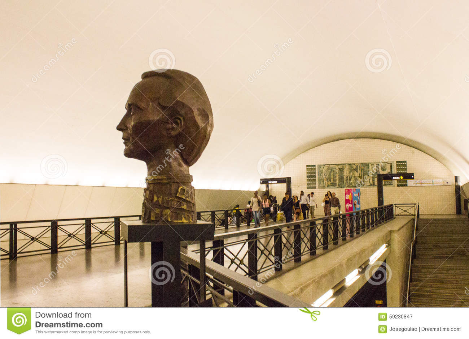 Download Busto Del Artista Plástico Famoso Vieira Da Silva En La Estación De Metro Del Rato En Lisboa, Portugal Fotografía editorial - Imagen de museo, famoso: 59230847