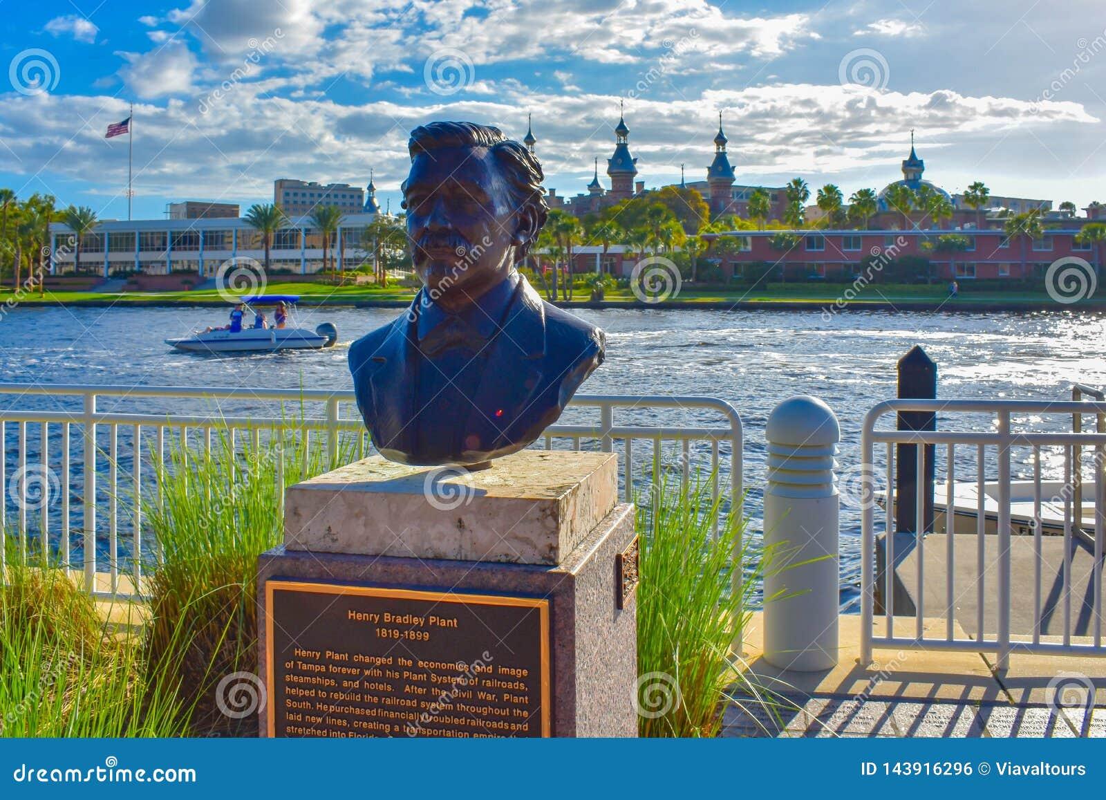 Busto di Henry Bradley Plant a riverwalk nel centro della città