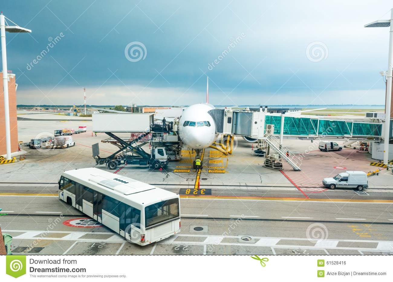 a busy airport terminal essay A bus stand paragraph: a bus stand is a place where service buses stop and start from after a fixed time a good number of up and down buses touch at a bus stand at different hours of the.