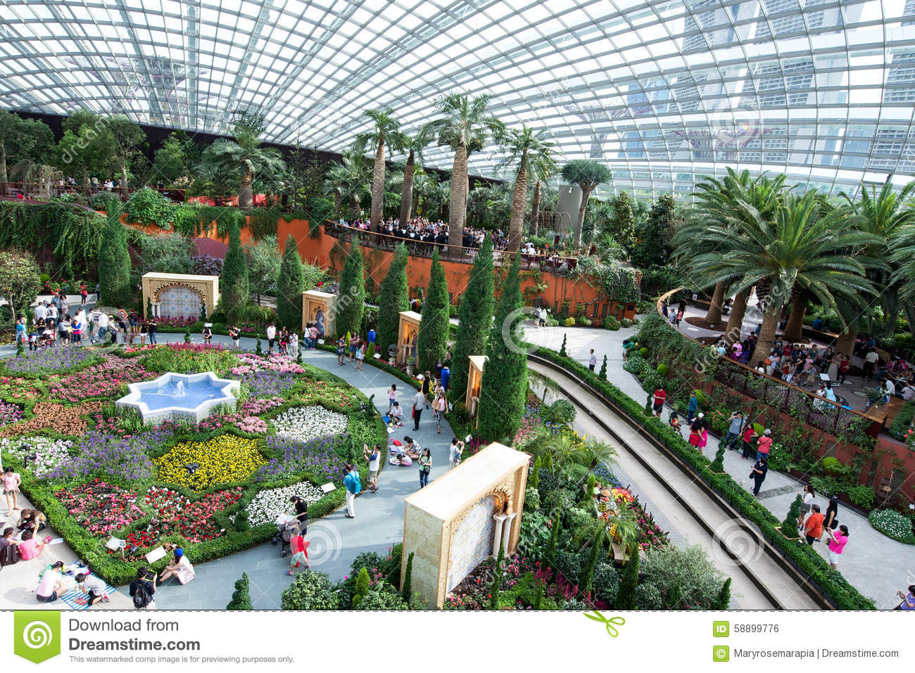 Busy scenic inside of garden by the bay singapore for Indoor gardening singapore