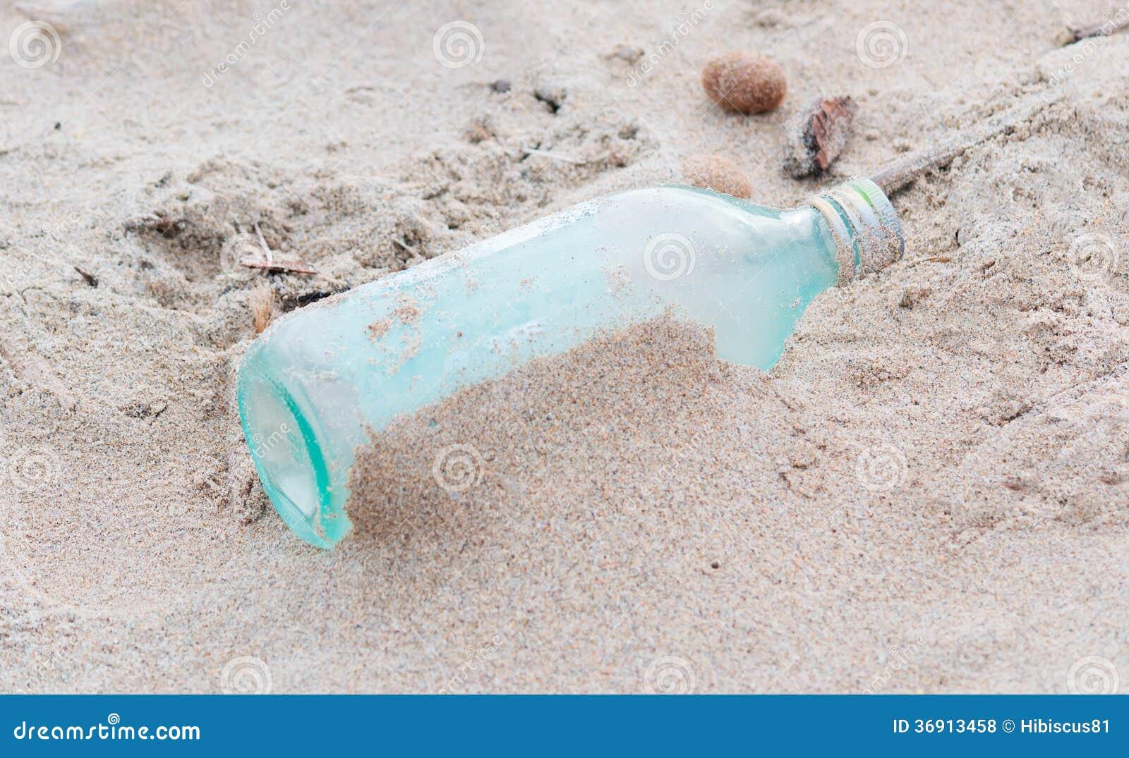 Butelka w piasku