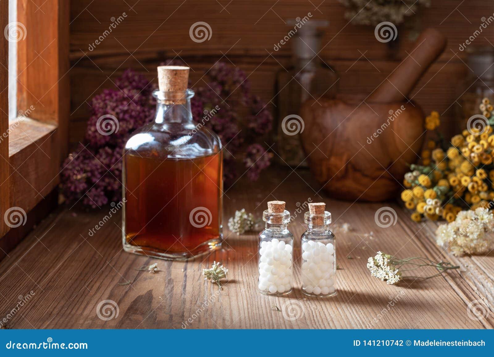 Butelki homeopatyczne pigułki z wysuszonymi ziele