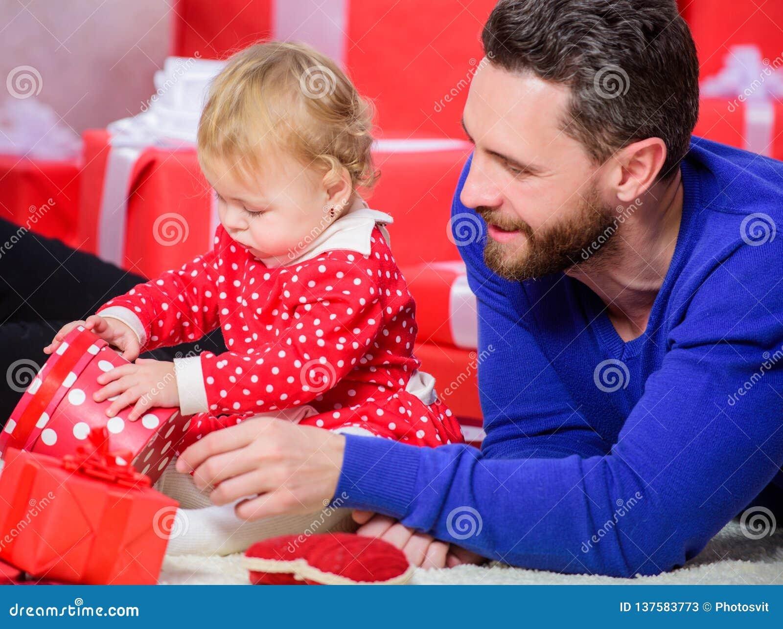 Buts de condition parentale Amour sans fin Condition parentale comme défi et accomplissement Jeu de père avec la fille mignonne d