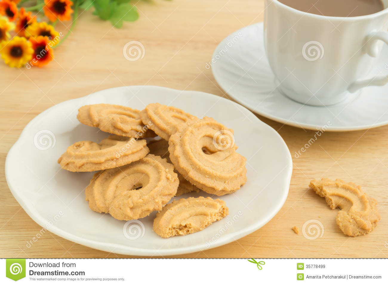 Cookie Coffee Cups Butter Cookies And Coffee Cup Royalty Free Stock Images Image