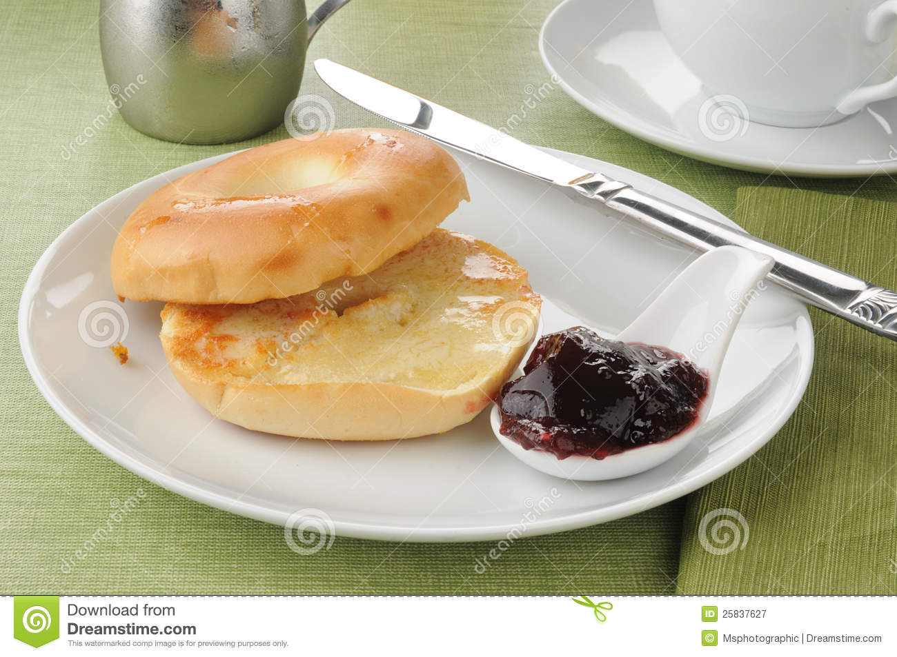 Buttered bagel with jam