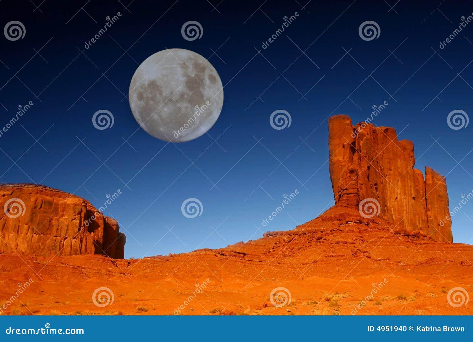 Buttes en Maan in de Vallei Arizona van het Monument