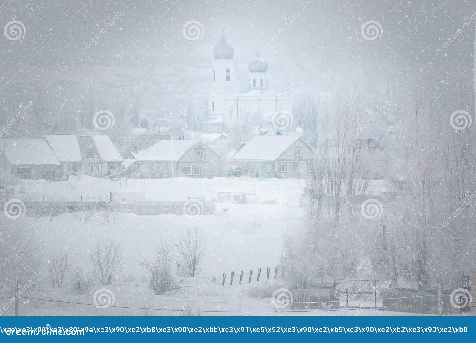 Buturlinovka, região de Voronezh de Rússia, o 3 de fevereiro de 2019 Tempestade de neve em uma vila do russo