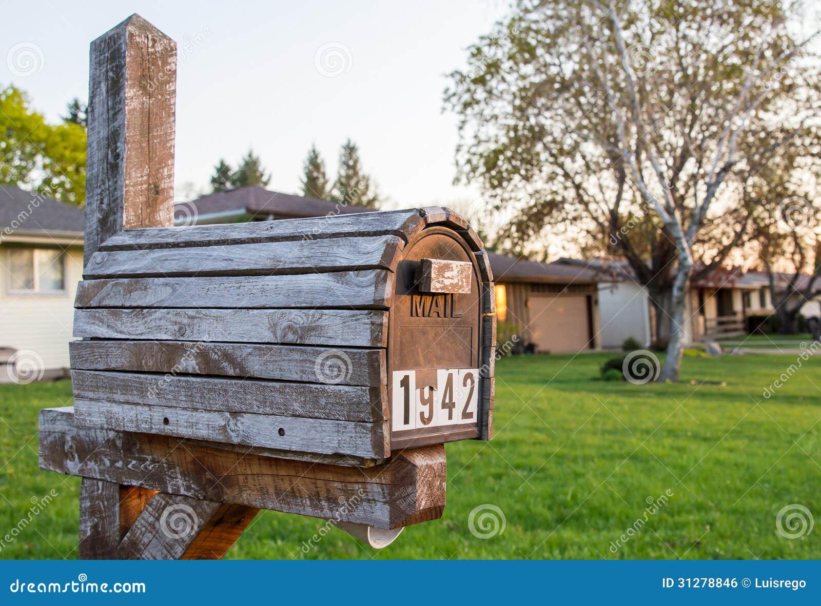 Buz n de madera del vintage foto de archivo imagen de vendimia casa 31278846 - Buzon vintage ...