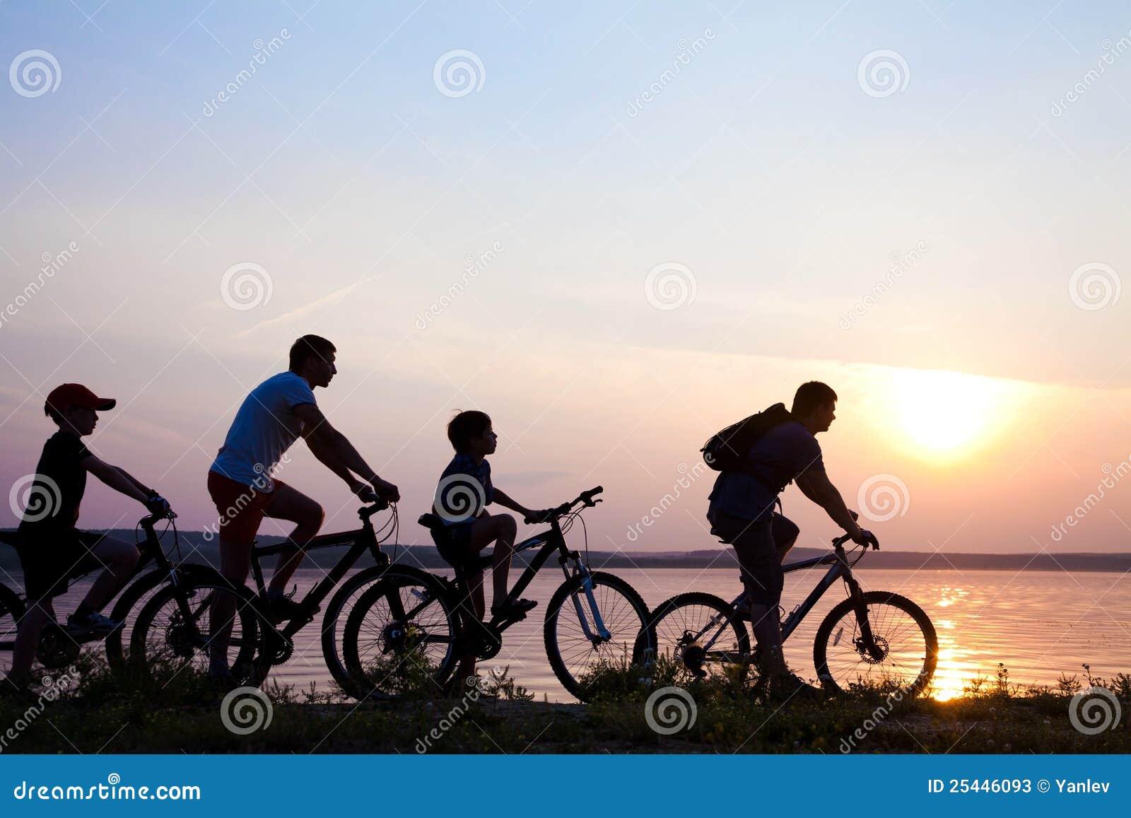 Bycyclist lato zmierzch
