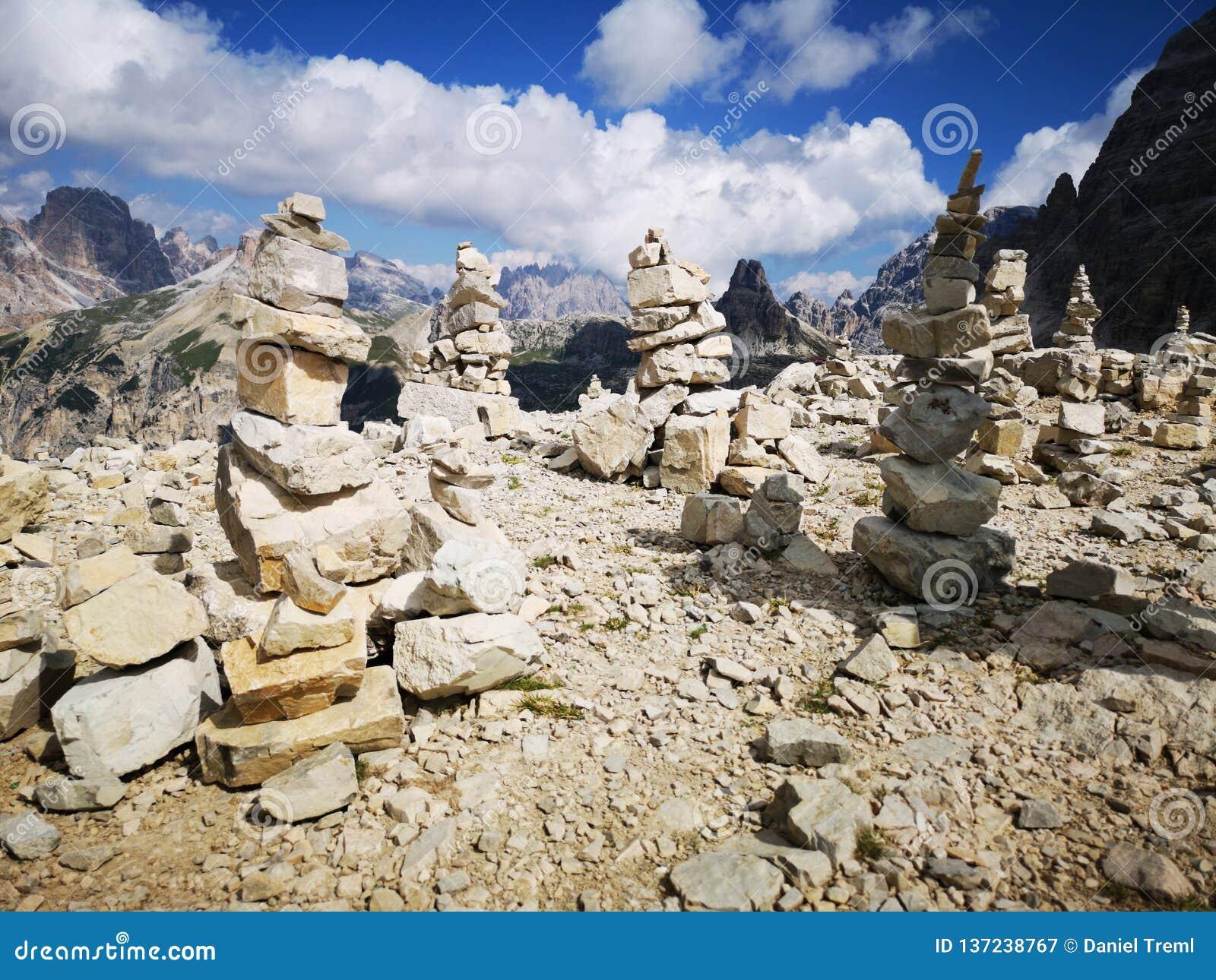 Byggande av stenar i bergen