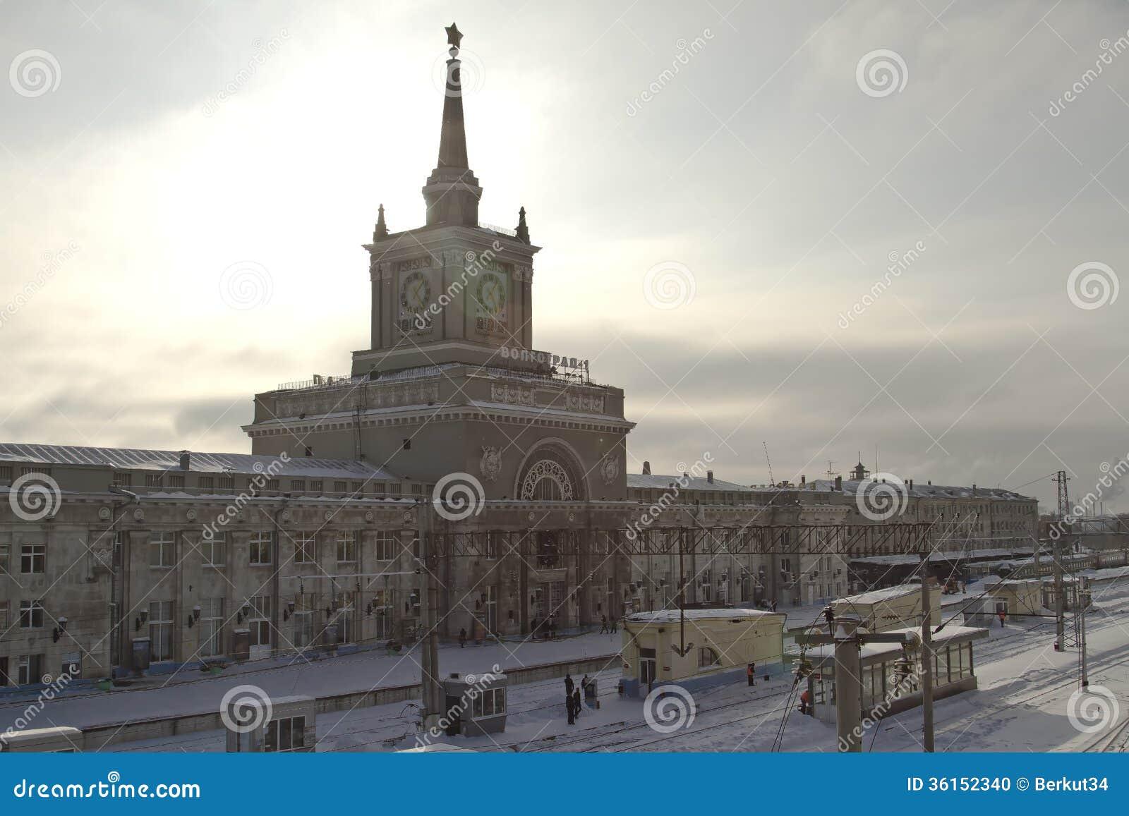 Byggnad av den centrala järnvägsstationen Volgograd-1 i vinter.