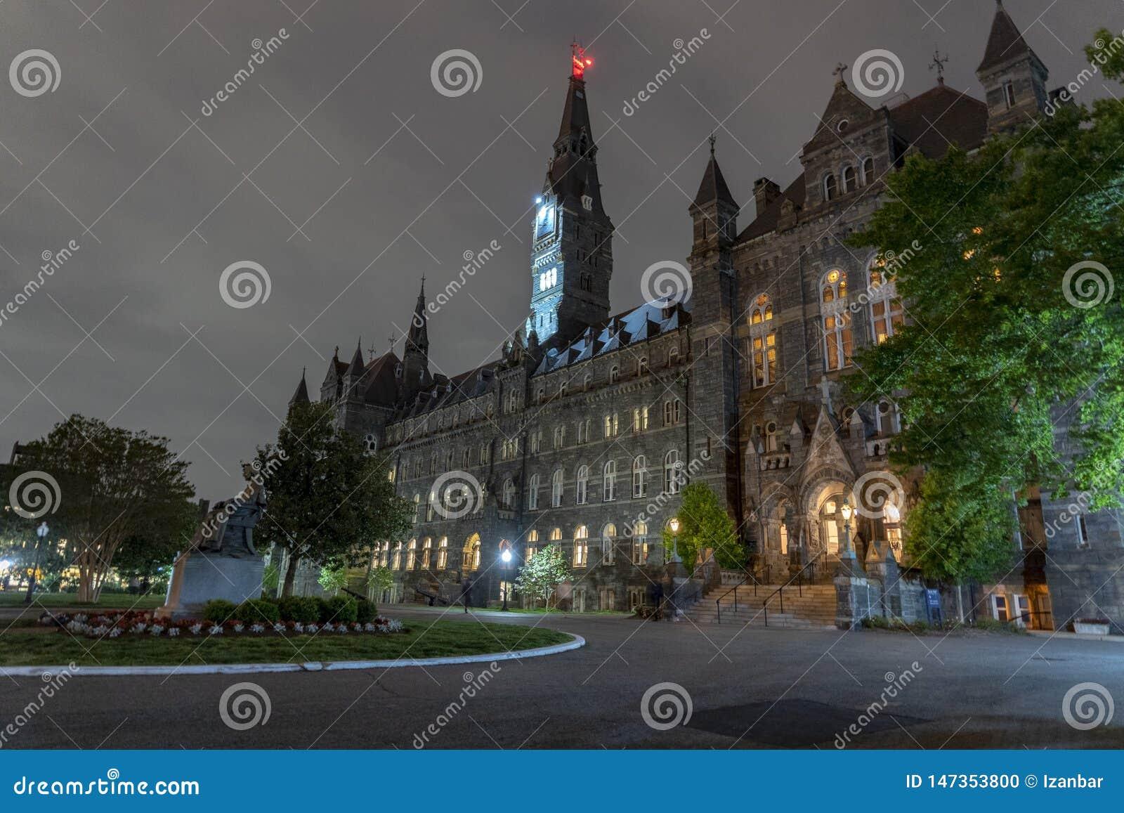 Byggnad för Georgetown universitet på natten i washington dc