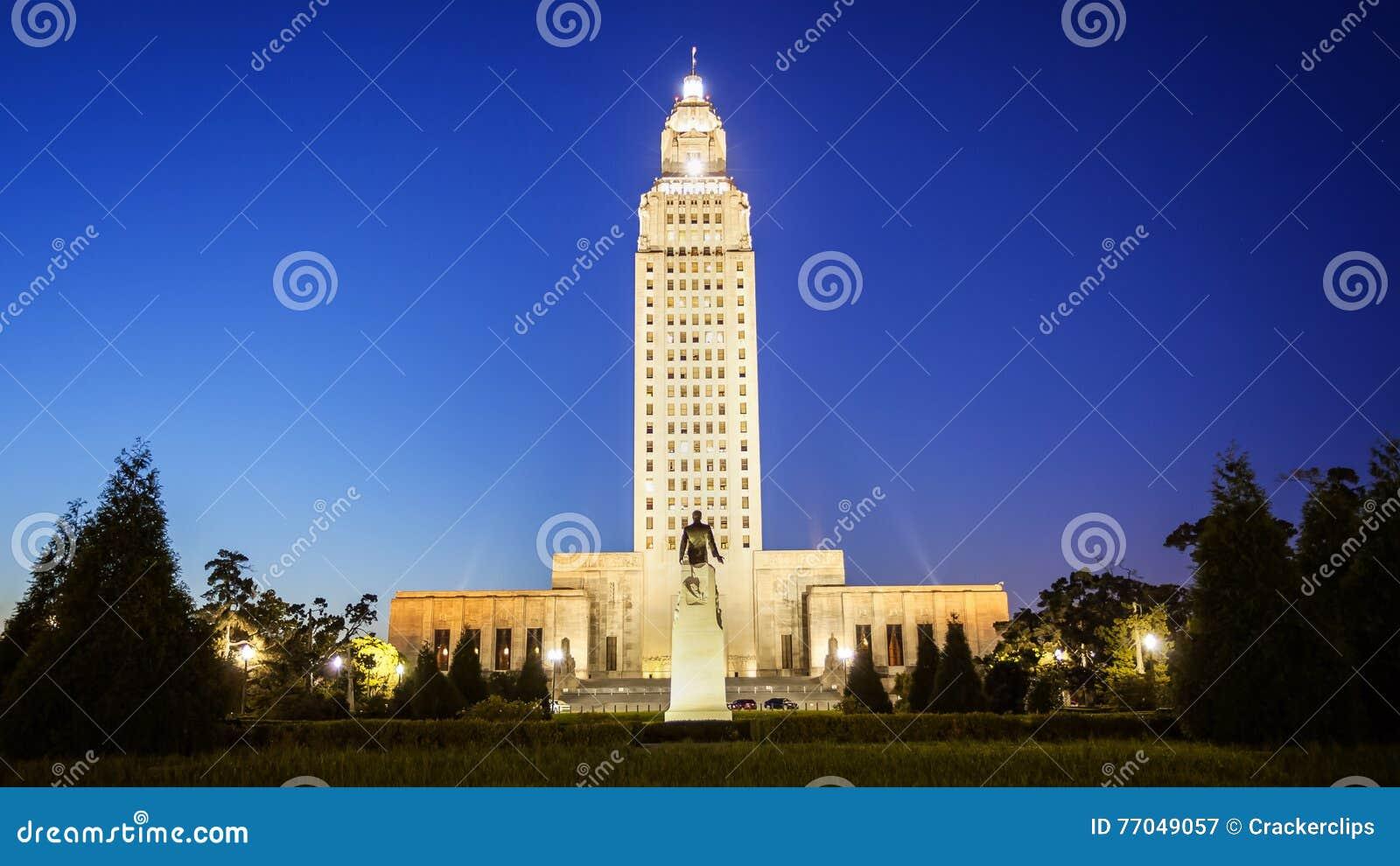 Byggnad för Louisiana statKapitolium i Baton Rouge på natten