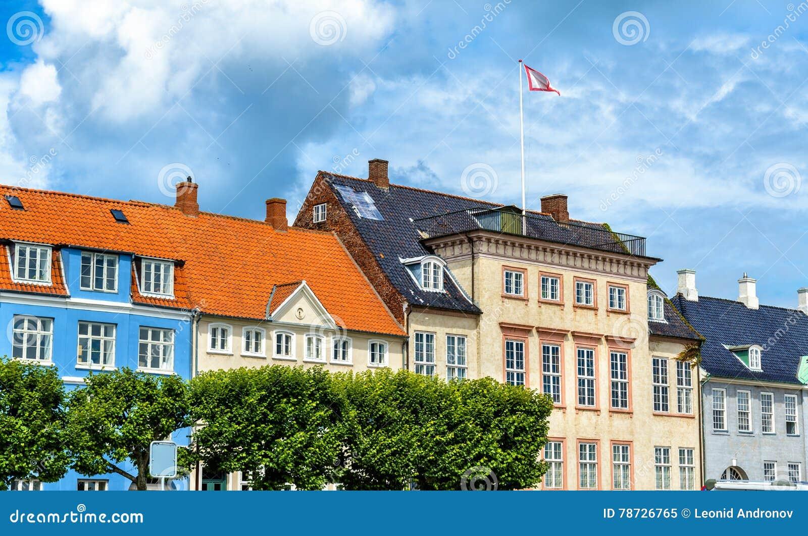 Byggnader i den gamla staden av Helsingor - Danmark