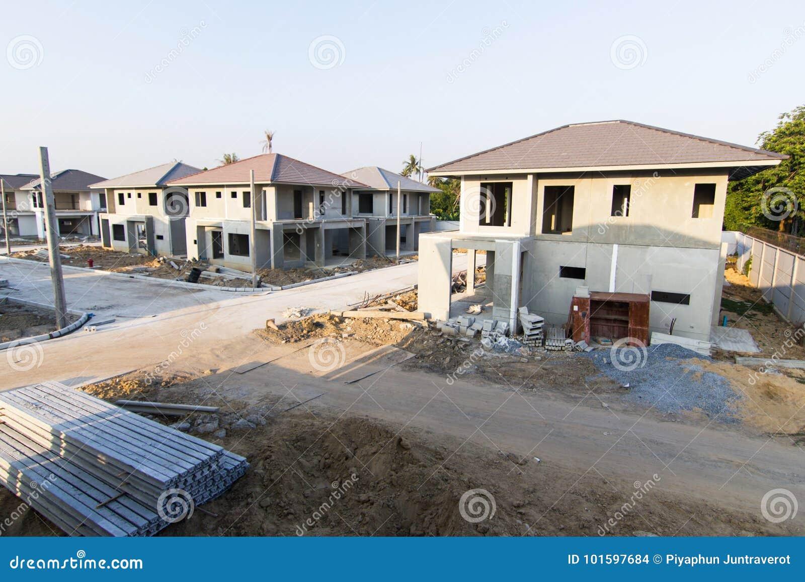 Byggnads- och konstruktionsplats av det nya hemmet
