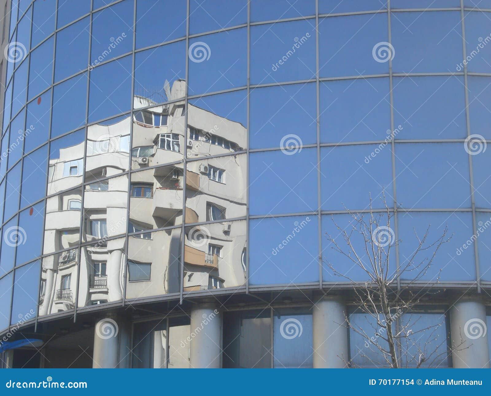Byggnadsglasväggreflexion