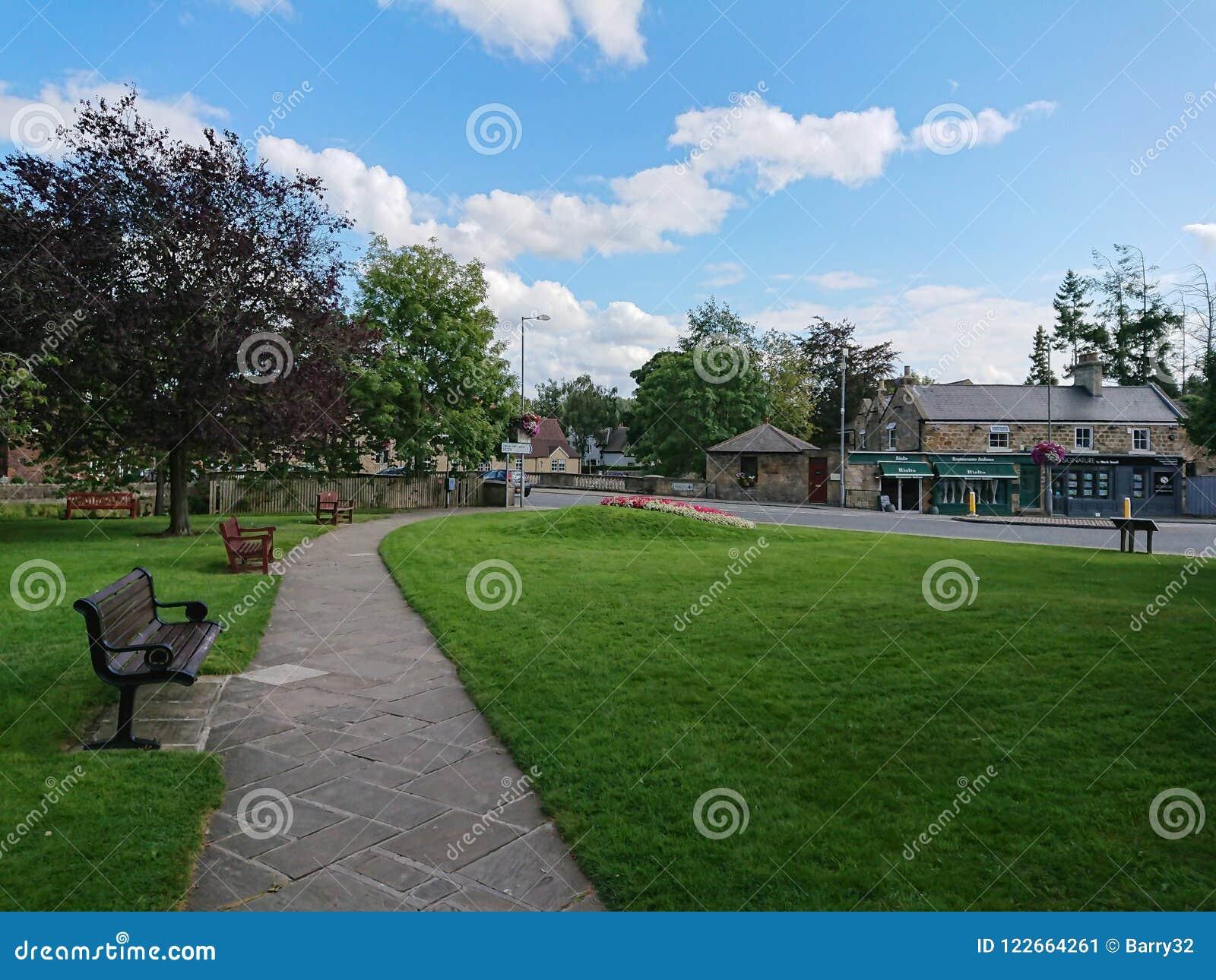 Bygräsplan i den Ponteland byn, Northumberland, England
