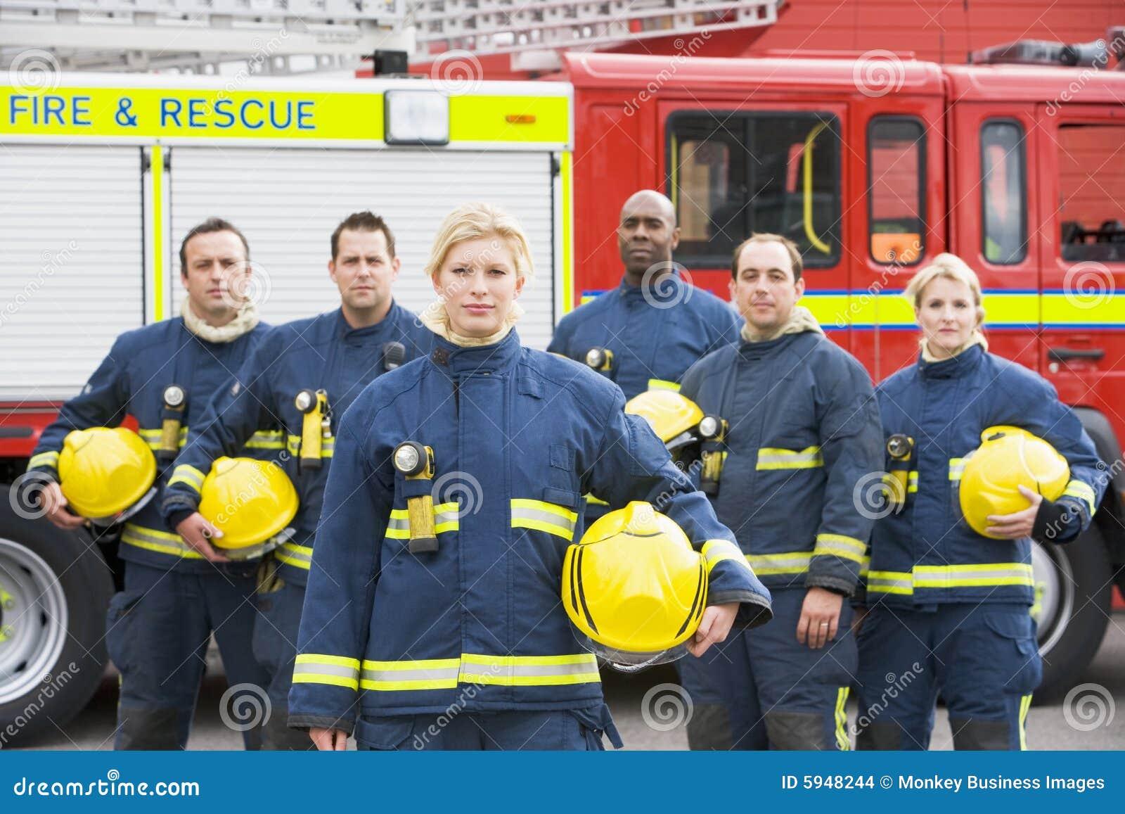 ByPortrait d un groupe de sapeurs-pompiers