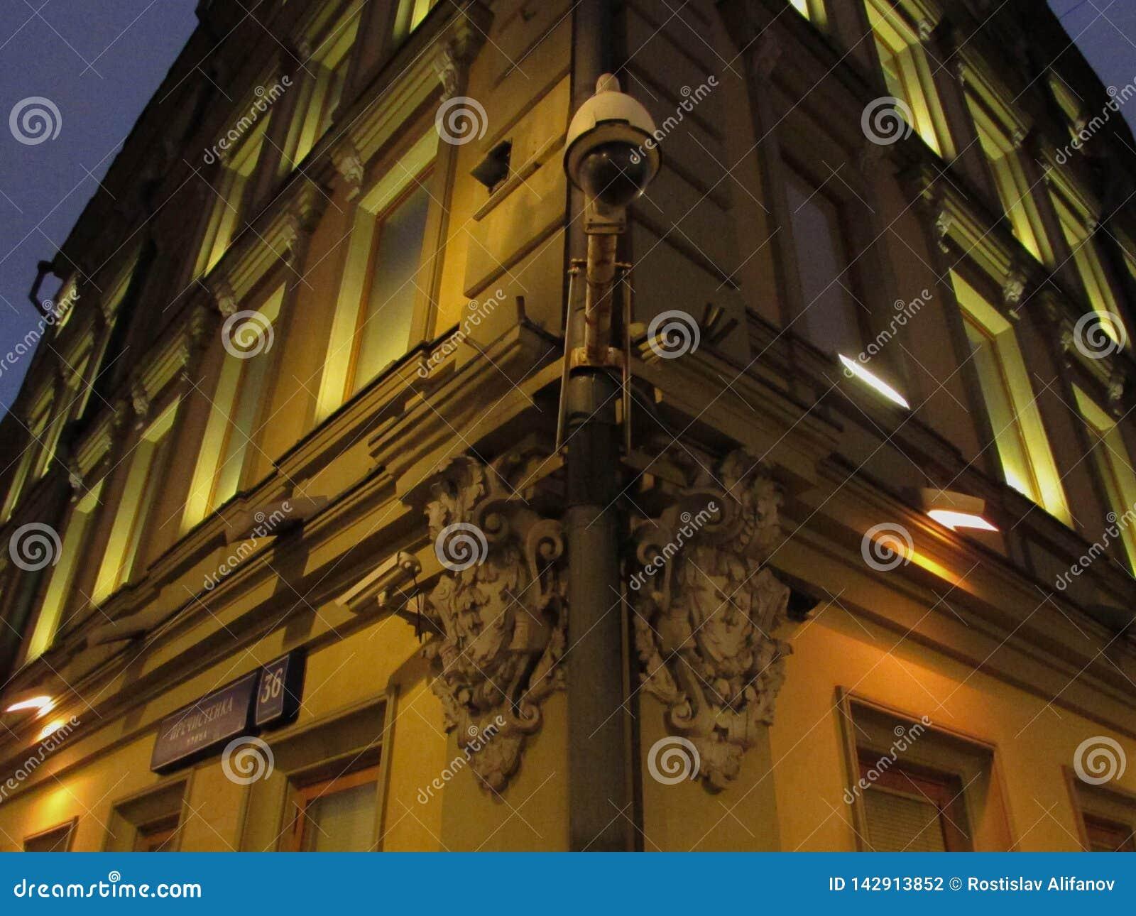 Cámara CCTV y vieja arquitectura