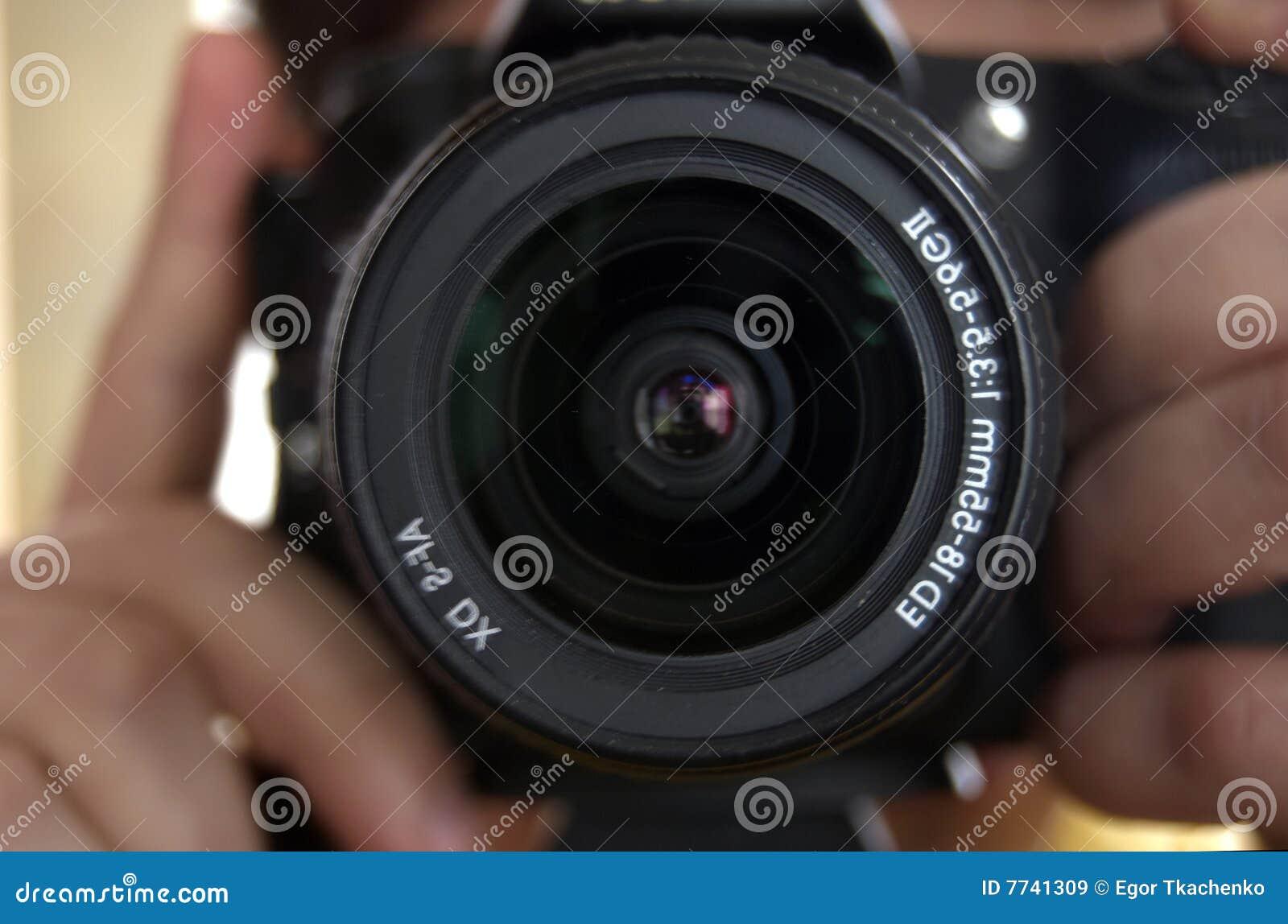 Cámara en las manos del fotógrafo.