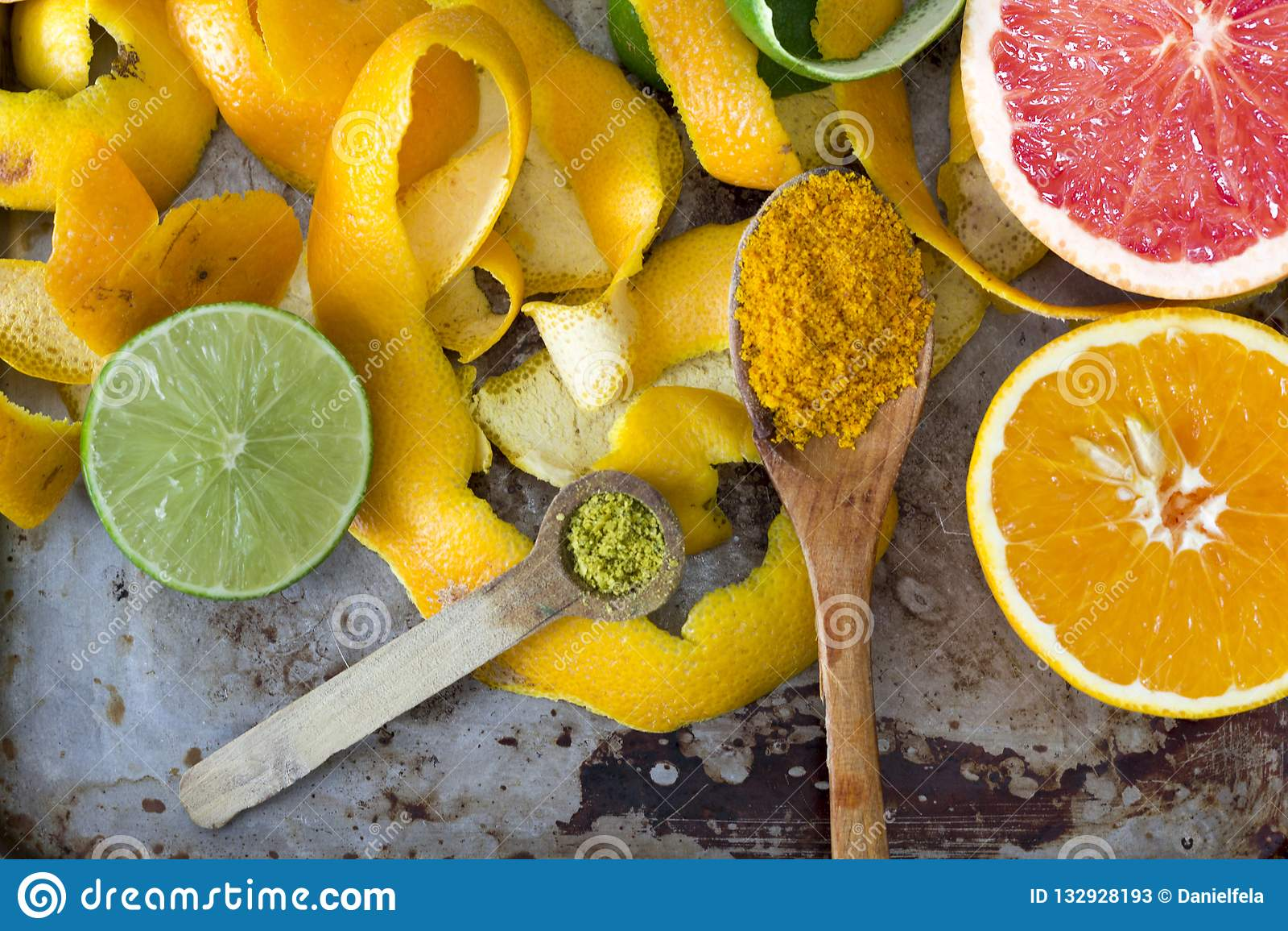que tiene mas vitamina c la naranja o el pomelo
