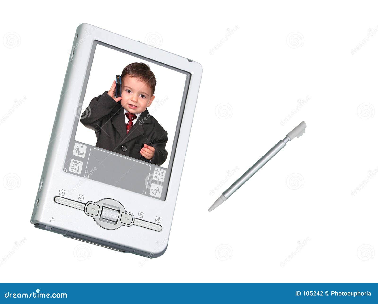 Câmara digital PDA & estilete sobre o branco com a criança no telefone
