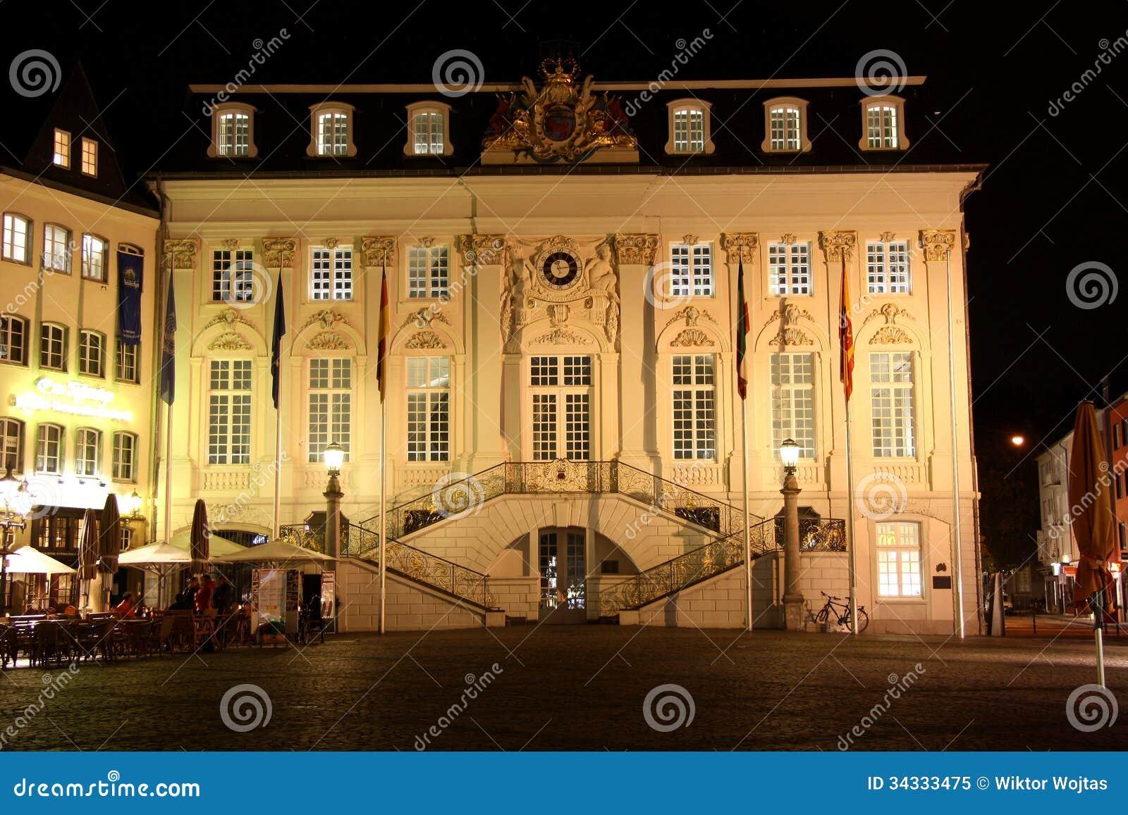Câmara municipal no mercado em Bona (Alemanha) em